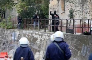 Οι Έλληνες αστυνομικοί καταγγέλλουν: Η πολιτική ηγεσία δεν μας επιτρέπει να επέμβουμε κατά των αναρχικών!